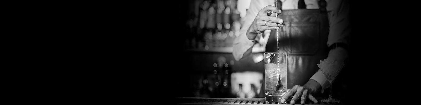 ウイスキー バーテンダー ステア イメージ