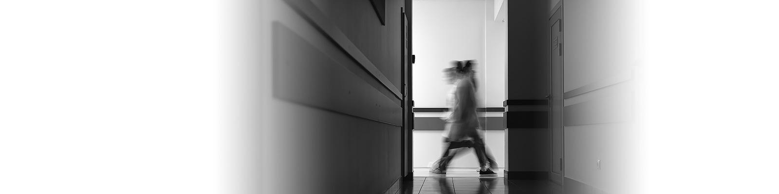 病院 廊下 移動 イメージ