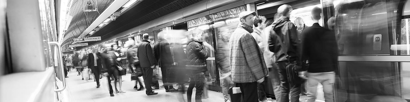 ロンドン 人々 移動 イメージ