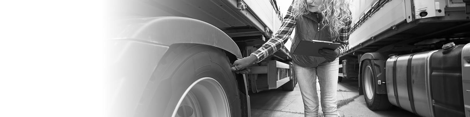 運送 トラック タイヤ メンテナンス イメージ