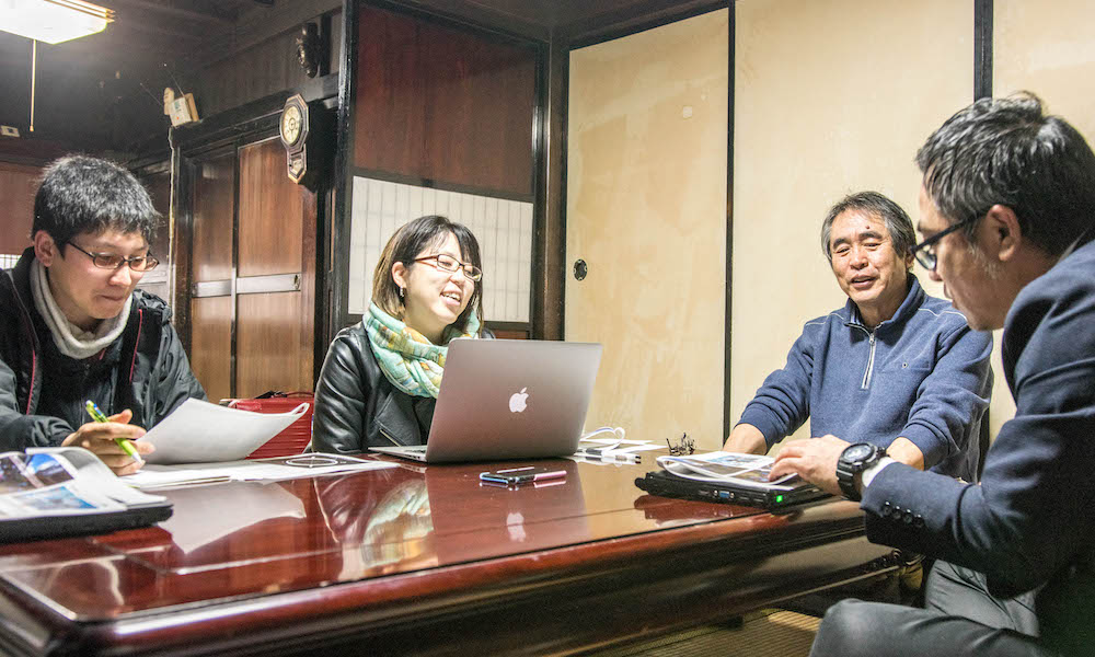 ▲2020年3月に実施した教育プログラムに関するMTG。地域、金沢工業大学スタッフ、旅人の3つの立場から連携して内容を詰めていく。