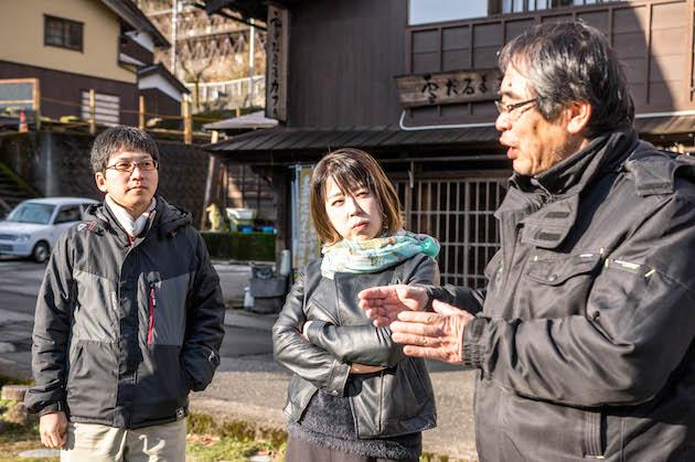 ▲SAGOJOの旅人講師として現場を訪れた田中寛人氏(写真左)