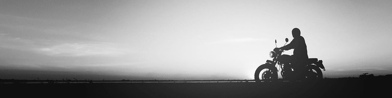 バイク ツーリング 山 夕焼け イメージ