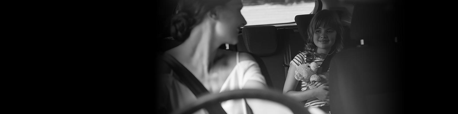 自動車 車内 子供 プライバシー イメージ