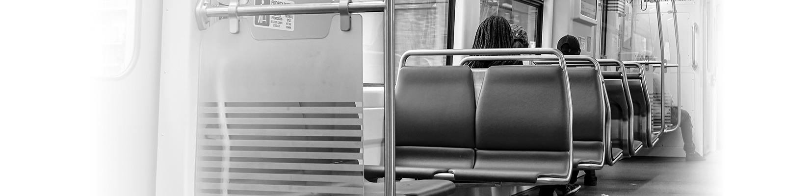 マイアミ 電車 乗客 イメージ