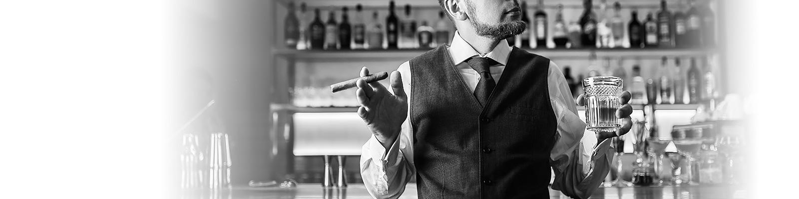 ウイスキー 煙草 バー スーツ イメージ