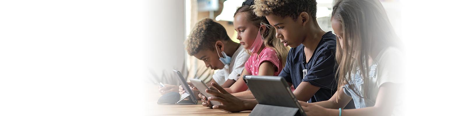 子ども スマートフォン 利用 イメージ
